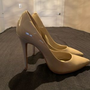 Guess nude heels, size 5